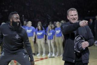"45 tūkst. darbuotojų atleidęs T.Fertitta: ""Rockets"" klubas niekada nebus parduotas"