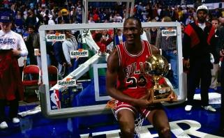 """Ch.Mullinas prisiminė, kaip M.Jordanas prieš sugrįžimą 1995-aisiais vienas apžaidė """"Warriors"""" lyderius"""