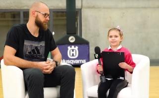 """Nauja """"Žalgiris TV"""" rubrika: žalgiriečius klausimais atakavo pradinukės (video)"""