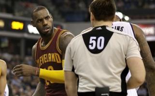 L.Jamesas stoja NBA arbitrų pusėn: lyga juos diskredituoja