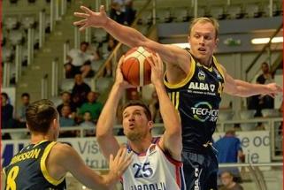 ALBA su rezultatyviai žaidusiu R.Giedraičiu nusileido Eurolygos vicečempionams
