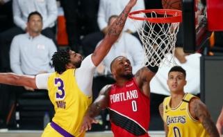 """""""Lakers"""" triuškino varžovus, """"Blazers"""" šokiravo lyderio trauma"""