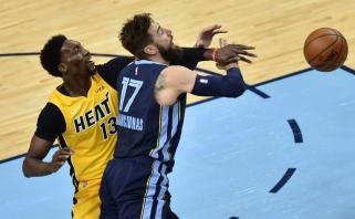 """Kietoje ir fiziškoje kovoje Valančiūnas su """"Grizzlies"""" palaužė NBA finalininkus"""