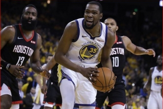"""K.Durantas piktinasi kalbomis, kad """"Warriors"""" geriau žaidžia be jo"""