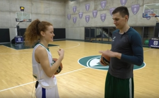 """Žalgirietiškas """"minusas"""": D.Belickaitė krepšinio aikštelėje metė iššūkį E.Ulanovui (VIDEO)"""