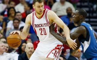 """D.Motiejūnui mažai trūko iki dvigubo dublio, """"Rockets"""" iškovojo sunkią pergalę"""