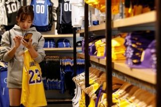 Kaip viena nekalta žinutė įplieskė neregėto masto konfliktą, dėl kurio NBA gali prarasti milijardus