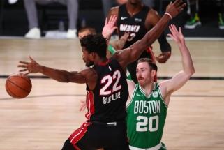 """Trečiame mače dominavę """"Celtics"""" sušvelnino serijos rezultatą"""