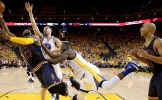 """Į vieną krepšį: NBA superfinale """"Warriors"""" antrą kartą sudaužė """"Cavs"""""""