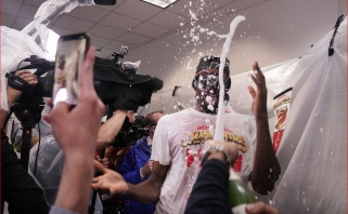 Čempionų šėlsmas: neatpažįstamas Kawhi, šampano purslai ir neatsakytas klausimas