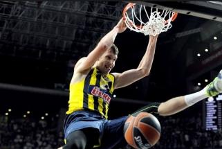 """""""Fenerbahce"""" laimėjo tik po pratęsimo, bet apgynė Turkijos čempionų titulą"""