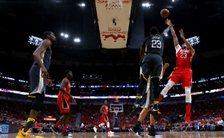 """""""Pelicans"""" sutriuškino čempionus, """"Rockets"""" nutildė """"Jazz"""""""