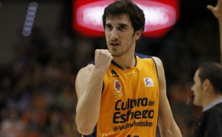 """""""Barcelona"""" neišpirko G.Viveso - įžaidėjas lieka Valensijoje"""