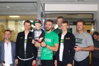 Rinktinės žaidėjai aplankė R.Kaukėno fondo globojamus vaikus
