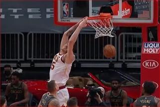 Buvusio žalgiriečio bei Westbrooko dėjimai ir akrobatiškas Curry metimas – NBA Top 10 viršūnėje