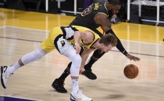 """Sabonis pranoko LeBroną, bet laimėjo """"Lakers"""" (Embiidas patyrė traumą, rezultatai)"""