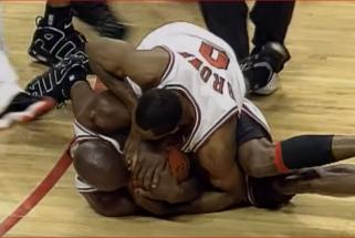 R.Brownas: Jordanui teko pakovoti su manimi dėl kamuolio po pergalės 1996 m. finale