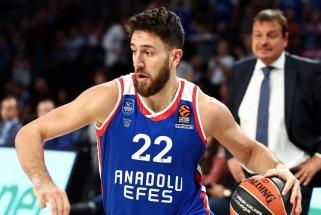 """V.Micičius solidariai su treneriu gavo techninę pražangą, o """"Anadolu Efes"""" iškovojo nelengvą pergalę"""