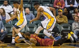 """NBA čempionai be L.Jameso krito Indianoje, suklupo ir lyderiai """"Clippers"""""""