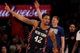 """NBA antirekordo išvengę """"Knicks"""" fanai padėkojo aplodismentais stovėdami"""