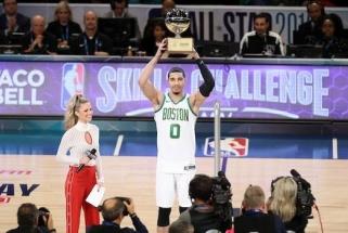 NBA įgūdžių konkurse - pergalė metimu iš aikštelės vidurio