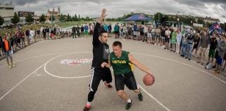Naujos darbovietės ieškantis G.Orelikas žaidė gatvės krepšinio turnyre