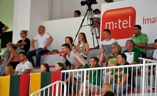 Merginos triuškinamai laimėjo Europos čempionato pusfinalyje bei pateko į elitą