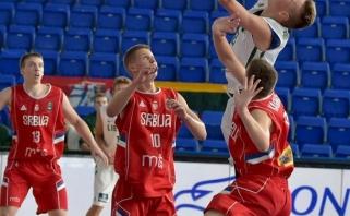 Šešiolikmečiai Europos čempionatą pradėjo apmaudžiu pralaimėjimu serbams