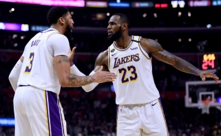 """Galingas L.Jameso ir A.Daviso tandemas užtikrino """"Lakers"""" pirmą vietą Vakaruose"""