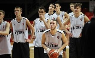 """Jaunieji """"Lietuvos ryto"""" žaidėjau sutriuškino VEF krepšininkus ir finale susitiks su žalgiriečiais"""