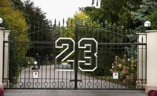 Net ir M.Jordano vardas nepadeda: NBA legenda jau 8 metus negali parduoti vilos Čikagoje