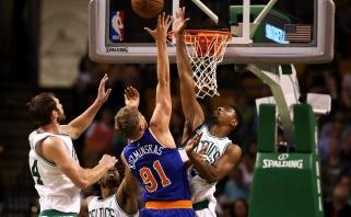 """Efektingai žaidęs M. Kuzminskas skrajojo Bostone ir padėjo """"Knicks"""" laimėti"""