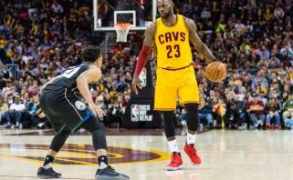 """NBA: praėjusio sezono finalininkai """"Warriors"""" ir """"Cavaliers"""" nemažina apsukų"""