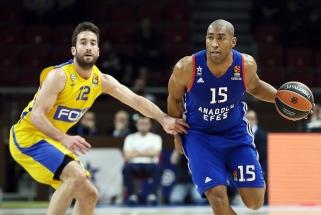 """""""Žalgiriui"""" nesiseka: """"Anadolu Efes"""" iškovojo pergalę, """"Maccabi"""" prarado šansus"""