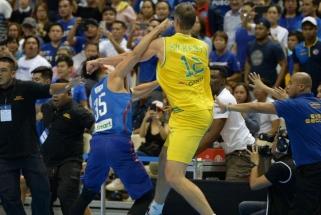Filipinų ir Australijos peštynių dalyviams išdalyta krūva diskvalifikacijų ir didžiulės baudos
