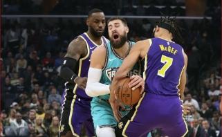 """Paskutinių sekundžių dramoje """"Grizzlies"""" nesustabdė """"Lakers"""" žvaigždžių dueto"""