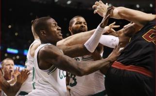 """20-mečio vedami """"Celtics"""" nustūmė """"Cavaliers"""" ant prarajos krašto"""