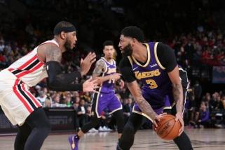 """LeBronas ir Davisas toliau karaliauja Vakaruose, Giannis sugėdino """"Clippers"""""""