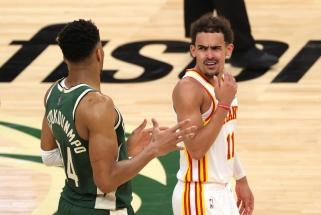 """Pusšimtį taškų sušveitęs Youngas atnešė """"Vanagus"""" į pergalę NBA Rytų finale"""