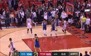 """Sugadinta Toronto šventė: vėl K.Duranto netekę """"Warriors"""" laimėjo paskutinę sekundę"""