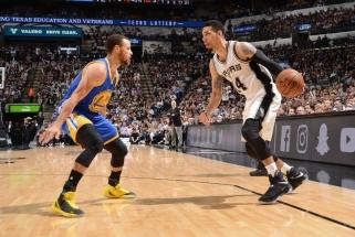 """NBA: """"Warriors"""" panaikino 22 taškų """"Spurs"""" persvarą, """"Celtics"""" lyderio statusu džiaugėsi neilgai"""