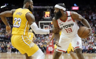 """L.Jamesui Hjustone aistruoliai skandavo """"MVP!"""", pats """"Lakers"""" lyderis pagyrė J.Hardeną"""
