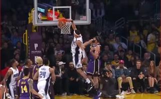 Kamuolį į lentą pamušęs ir galingai jį sugrūdęs A.Gordonas - NBA Top 10 viršūnėje