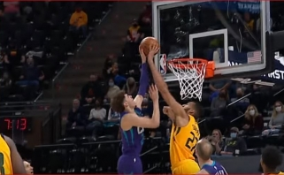 Goberto blokas La.Ballui bei triuškinantys dėjimai – gražiausi NBA momentai