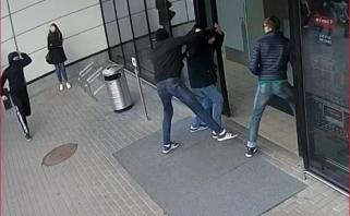 """Pareigūnai sulaikė 11 įtariamųjų """"Ryto"""" fanų, kurie užpuolė """"Žalgirio"""" aistruolius"""