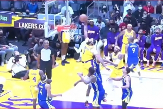 """""""Lakers"""" žvaigždės Rondo ir Davisas sukūrė gražiausią NBA nakties epizodą"""