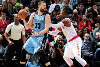 """NBA: europiečių trigubi dubliai ir traumos """"Cavaliers"""" starto penketo žaidėjams"""