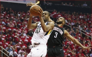 """Sensacija Hjustone: """"Jazz"""" nukovė """"Rockets"""" ir išlygino serijos rezultatą"""