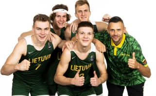 Startas – saldus kaip medus: pergalę prieš rusus lietuviai išplėšė dėjimu per rankas