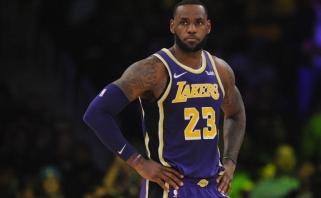 """Balta vėliava: su atkrintamosiomis atsisveikantys """"Lakers"""" apribojo Jameso žaidimo laiką"""